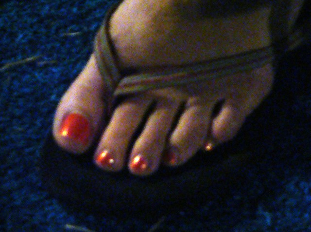 PRETTY FEET AND LONG TOENAILS ON SEXY TOES Image - PRETTY FEET AND