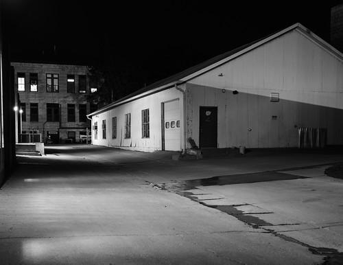 test usa alley shadows iso400 ks nighttime ksu kansas 4x5 lf hp5 kansasstateuniversity ilford largeformat kstate toyo hp5plus ddx epsonperfectionv750pro toyoaii 150mmaposinonarn
