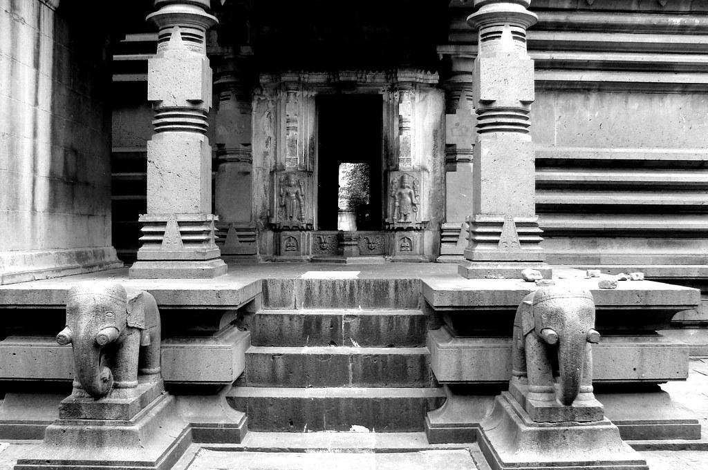 DSC02734nn   Lakshmi Narshingh Temple at Nira-Narsinghpur, I