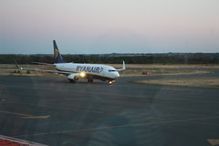 Ryanair taxiing at Aéroport Rodez-Marcillac