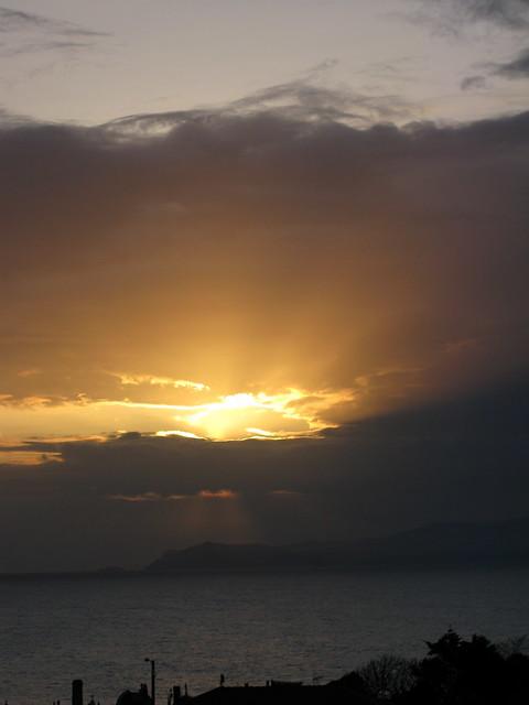 mi luz ilumina el cielo  al Aguila