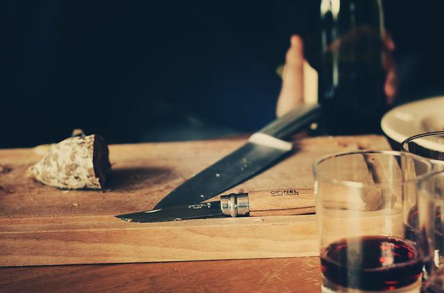 cutting saucisson