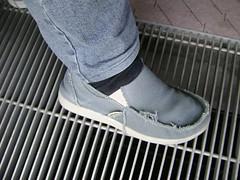 limb(0.0), outdoor shoe(1.0), sneakers(1.0), footwear(1.0), white(1.0), shoe(1.0), grey(1.0), leg(1.0), blue(1.0), black(1.0),