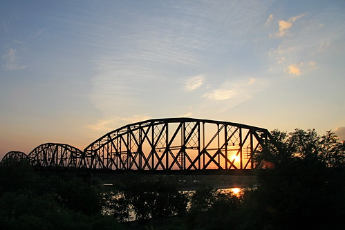 railroad bridge sunset northdakota bismarck mandan missouririver canon30d snoshuu lensefs1785mmf45f56isusm