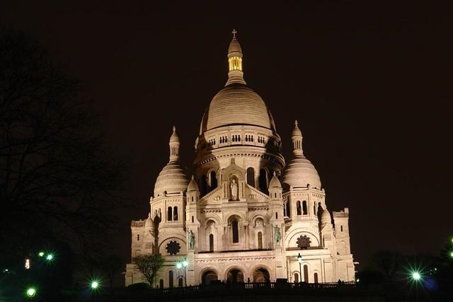 Las vistas nocturnas de todo el barrio de Montmartre y la Basílica con realmente increíbles Sacré Coeur, el balcón más bello de París - 2668526211 927f503a7d z - Sacré Coeur, el balcón más bello de París