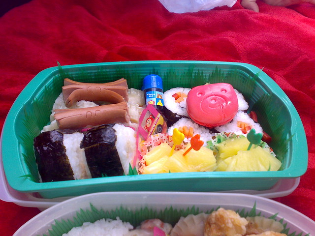 tupperware bento box with onigiri and sushi flickr photo sharing. Black Bedroom Furniture Sets. Home Design Ideas