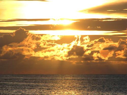 sunset beautiful honduras roatan bayislands sandybay damniwishidtakenthat gloryhour slowsusalldown