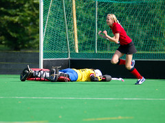 football(0.0), ball(0.0), stick and ball games(1.0), sports(1.0), team sport(1.0), hockey(1.0), field hockey(1.0), player(1.0), ball game(1.0),
