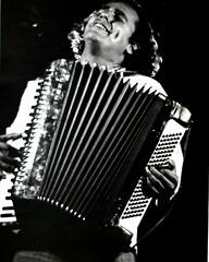 percussion(0.0), string instrument(0.0), diatonic button accordion(0.0), button accordion(0.0), bandoneon(0.0), wind instrument(0.0), accordion(1.0), folk instrument(1.0), garmon(1.0), monochrome photography(1.0), monochrome(1.0), black-and-white(1.0),