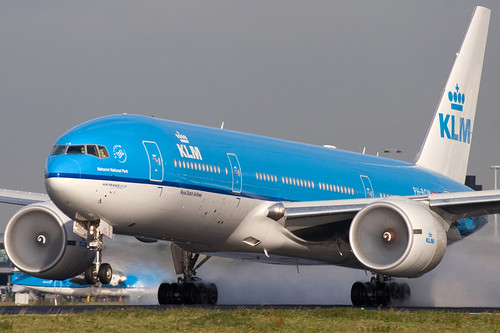 KLM Boeing 777-200 Fogging Engines