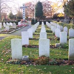GRAVES  FROM  AUSTRALIAN,  BRITISH, CANADIAN, NEW ZEALANDERS AND POLISH  AIRMEN BURIED IN  NEWARK-ON-TRENT CEMETERY