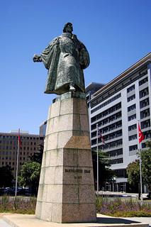 Image of Bartolomeu Dias. statue geotagged capetown foreshore heerengracht 1487 capetowncbd bartolomeudias cityofcapetown bartholomewdiaz geo:lat=3391734 geo:lon=18428166 statueofdias statueofdiaz