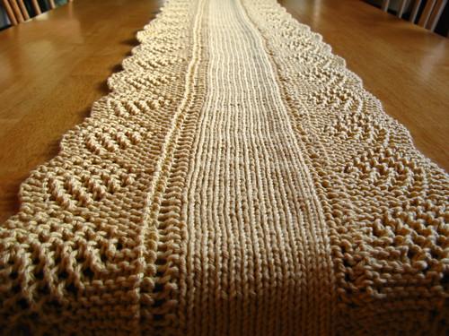 Fluid motion knitting scalloped table runner for Table knitting