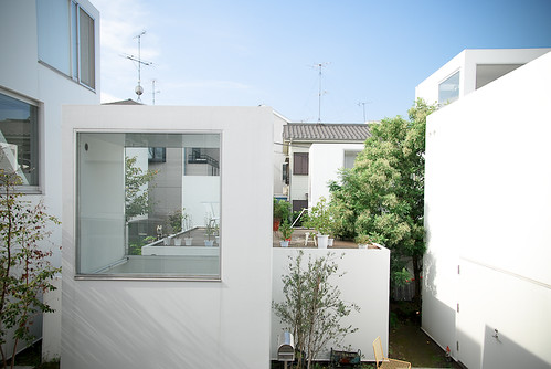 3770b566e24d0130 likewise What Is The Type Of Glass The Steven Holl Used On The Nelson A ins Museum also La Maison Passive additionally 2016 04 01 archive together with 257fea7ed30ca561. on modern box type house design
