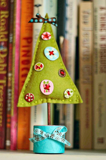 O, little felt Christmas tree