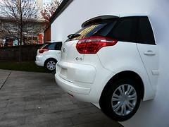 city car(0.0), automobile(1.0), automotive exterior(1.0), sport utility vehicle(1.0), family car(1.0), wheel(1.0), vehicle(1.0), citroã«n c4(1.0), compact car(1.0), land vehicle(1.0), hatchback(1.0),