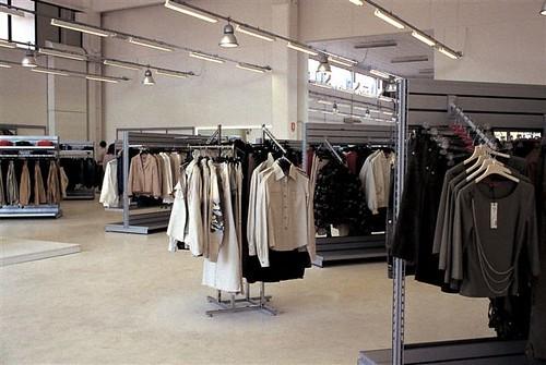 Sistema de estanter as con encanto viste a tu tienda - Estanteria para ropa ...