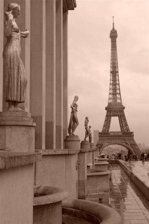 Torre Eiffel un día de lluvia parís - 2668509855 2afdc23de1 o - Cosas que NO debes hacer en París como turista