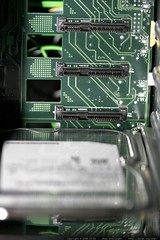 hot swap sata/sas backplane hosts up to eight drives…