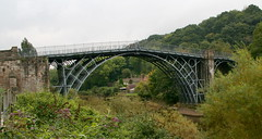 aqueduct(0.0), transport(0.0), truss bridge(0.0), rolling stock(0.0), track(0.0), devil's bridge(1.0), arch(1.0), girder bridge(1.0), arch bridge(1.0), viaduct(1.0), bridge(1.0),