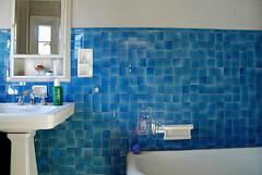 Blue bath room