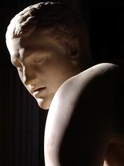 sculpture: lighting the human body