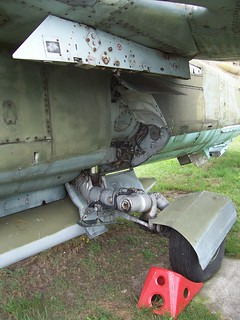 Hauptfahrwerk: MiG-23UB