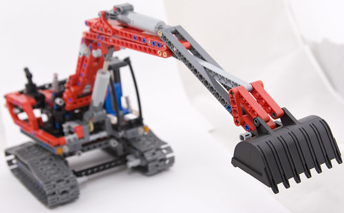 Lego 8294 Excavator reaches out