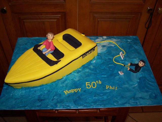 Speed Boat Cake http://www.flickr.com/photos/socake/2537694840/