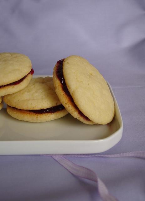 Jam sandwich cookies / Cookies recheados com geléia | Flickr - Photo ...