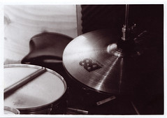 bass drum(0.0), electronic instrument(0.0), percussion(1.0), drums(1.0), drum(1.0), circle(1.0), cymbal(1.0), skin-head percussion instrument(1.0),