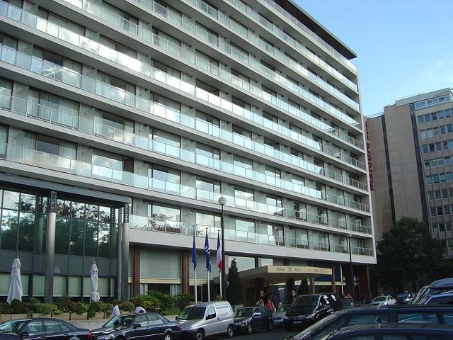 Hilton hotel eiffel tower suffren paris france entrance for Hotel in eiffel tower paris