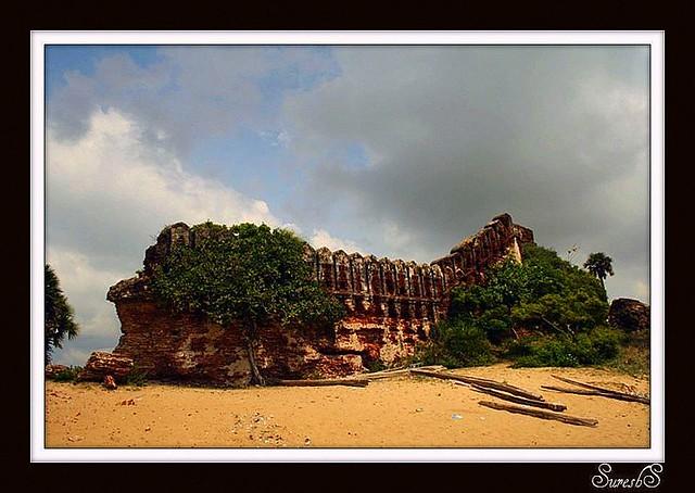 Alamparai Fort ~