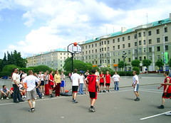 long-distance running(0.0), festival(0.0), athletics(0.0), sport venue(1.0), sports(1.0), streetball(1.0), pedestrian(1.0),
