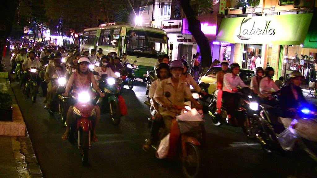 Saigon - Auch nachts sind die Straßen...