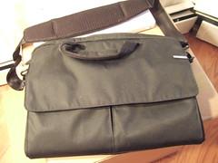 zipper(0.0), bag(1.0), shoulder bag(1.0), brown(1.0), handbag(1.0), messenger bag(1.0), leather(1.0), khaki(1.0), pocket(1.0),