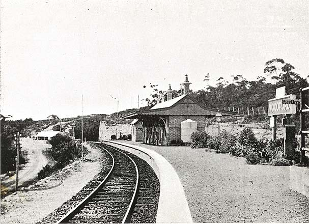 Railway station - Woodford