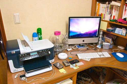 책상 위 디지털...