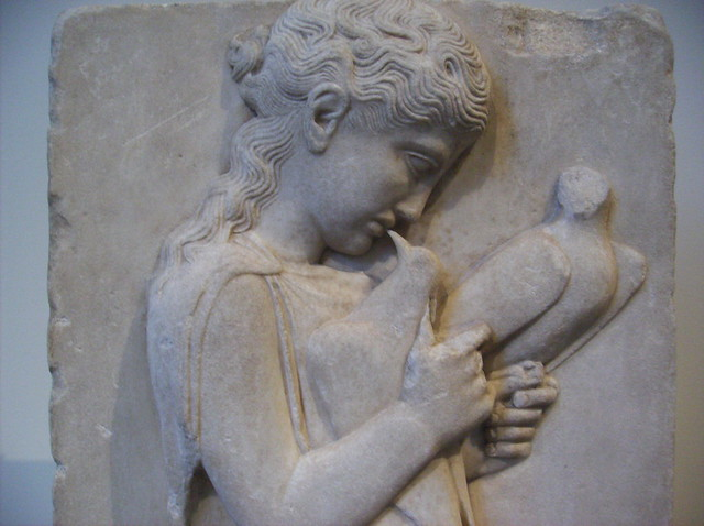 Marble grave stele of a little girl with dove detail for Graue stuhle