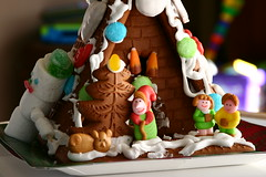 toy(0.0), gingerbread house(1.0), cake(1.0), christmas decoration(1.0), gingerbread(1.0), food(1.0), christmas(1.0),