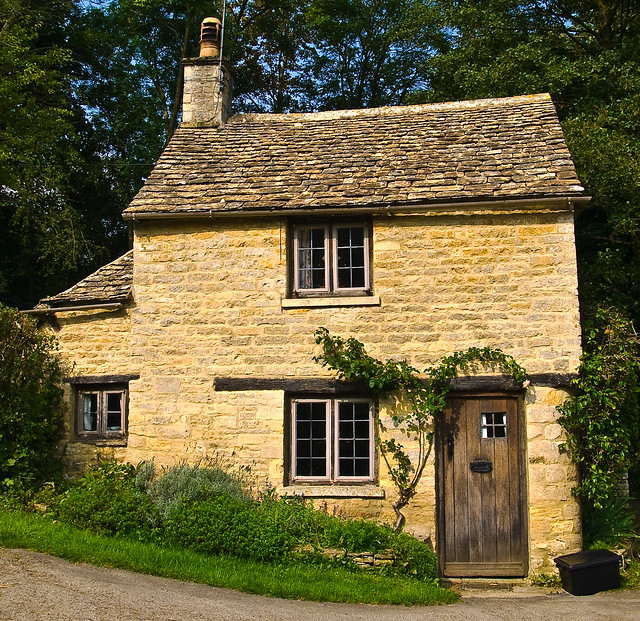 Cottage at Bibury in Gloucestershire | Flickr - Photo Sharing! Quaint English Cottages