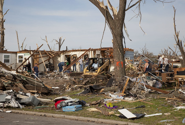Joplin F5 Tornado Damage - May 2011 | Volunteers assist ...