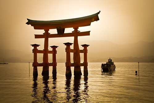 sunset summer water japan boat gate warm hiroshima miyajimaisland 日本 torii otori sankei 広島 宮島 大鳥居 三景 agustinrafaelreyes utsukushimashrine