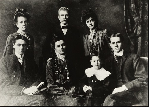 The MacVay family in 1904.