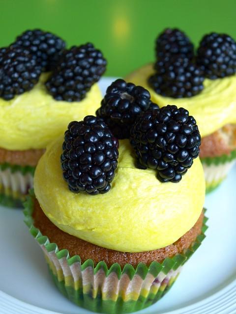 blackberry lemon cupcake | Flickr - Photo Sharing!