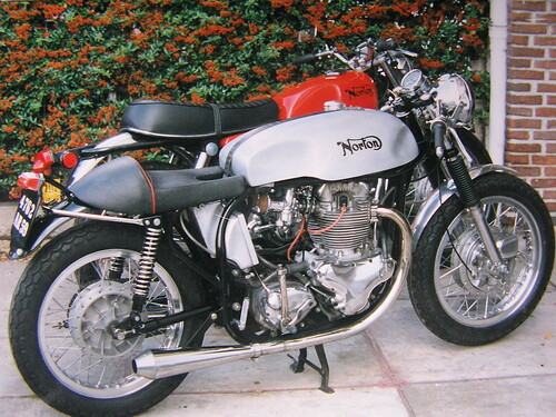 NORTON commando and café racer