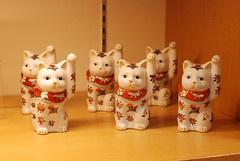 christmas decoration(0.0), stuffed toy(0.0), christmas(0.0), snowman(0.0), ceramic(1.0), porcelain(1.0), toy(1.0),