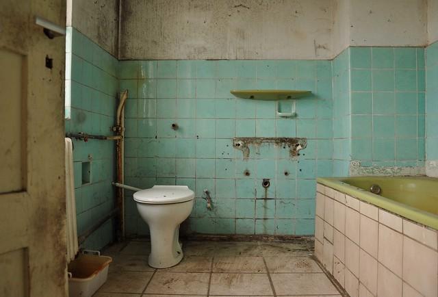 Old bathroom | Flickr - Photo Sharing!