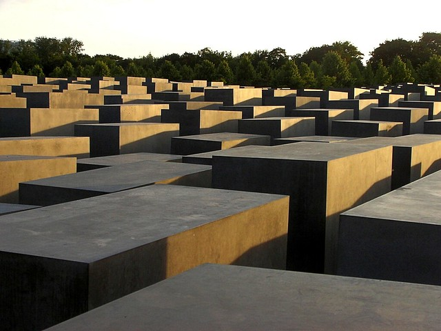Holocaust memorial Berlin - Flickr CC d.i.