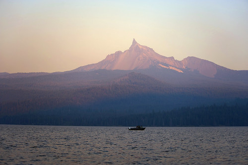 sunset mountain lake nature oregon forest landscape geotagged boats boat fishing haze woods nikon scenery peak pxt diamondlake mtthielson 2485mmf3545g d700 ダニエル nikkor2485mmf3545g danielruyle aeschylus18917 danruyle druyle ルール ダニエルルール